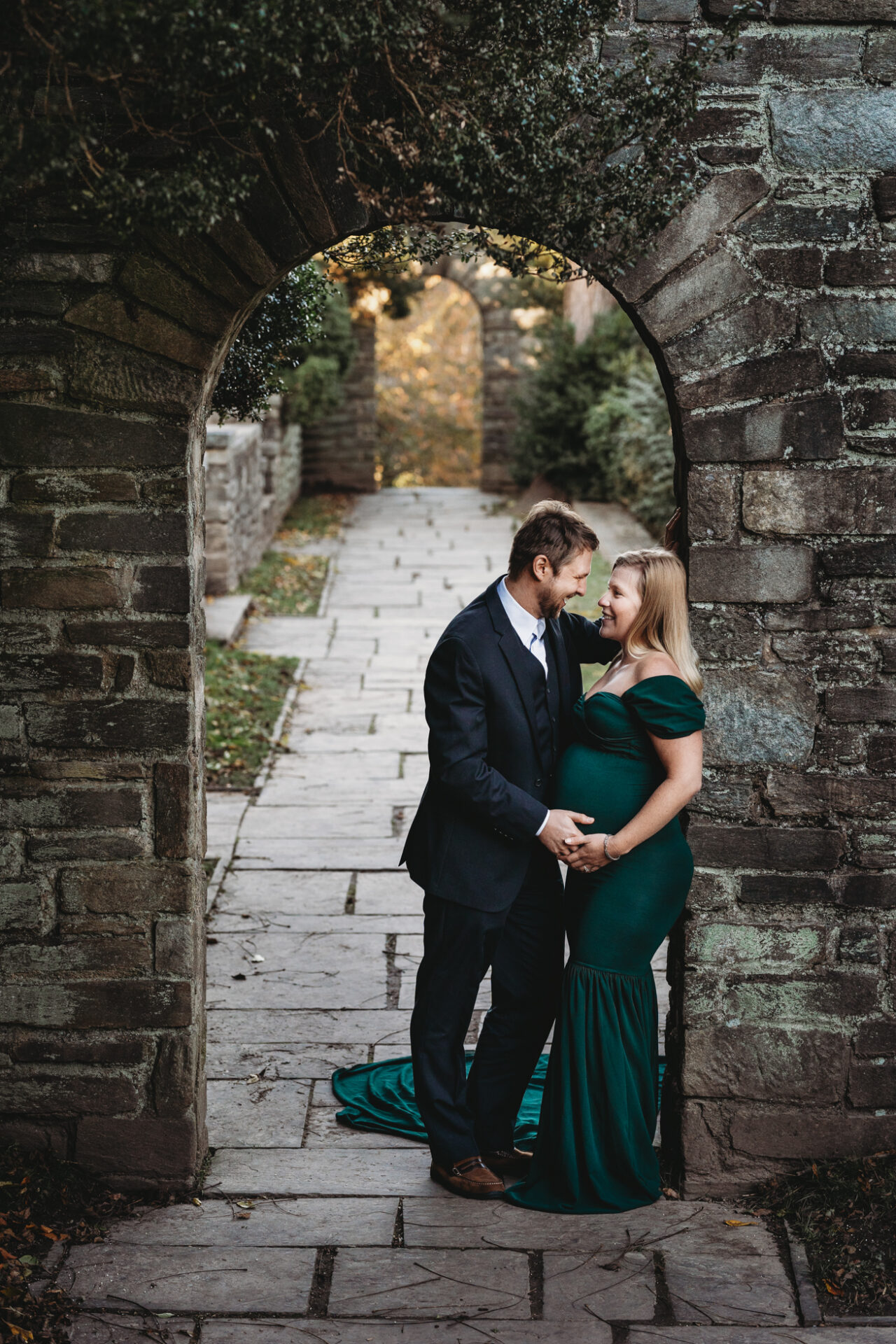 glamorous outdoor maternity photo pregnancy emerald green dress